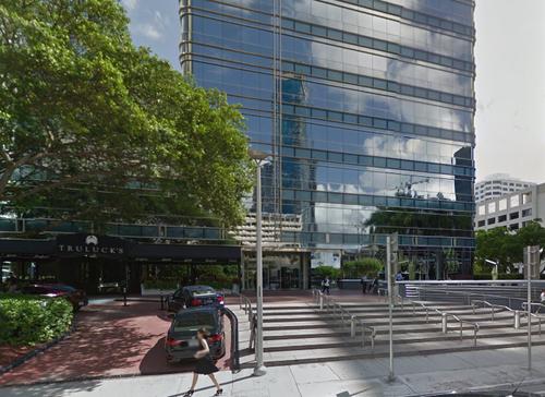 En este edificio de la calle Brickel se encuentra Quantum Capital. (Foto: Google)
