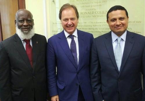 Foto oficial de la reunión junto al funcionario británico (centro). (Foto: Minex)