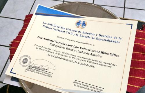 Diploma que recibieron los 16 agentes de PMT. (Foto: Embajada EEUU)