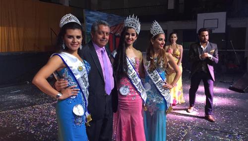 Alcalde de San Lucas, Yener Plaza, posa junto a las ganadoras del certamen de la comuna que organizó Calderón. (Foto: Municipalidad)