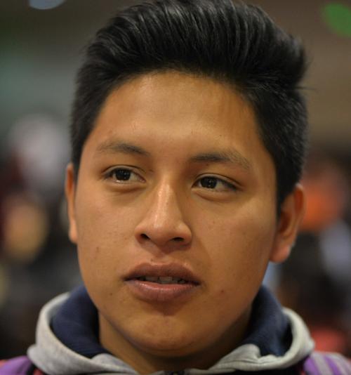 """""""Busco encontrar un trabajo que sea fijo en el área administrativa y tener la oportunidad de seguir estudiando en la universidad"""", Abner Saquiché, 18 años, estudiante de 2º bachillerato."""