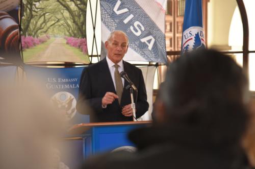 Kelly aseguró que no habrá deportaciones masivas. (Foto: Embajada USA)