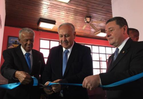Imagen de la inauguración de la agencia de Antigua. (Foto: CiV)