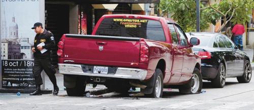 Así se veía la calle donde ocurrió el crimen que le costó la vida a tres personas inocentes. (Foto: Archivo/Nuestro Diario)