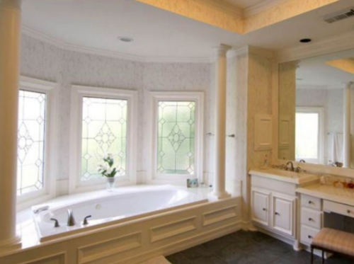 El baño de una de las casa en Houston. (Foto: Infobae)