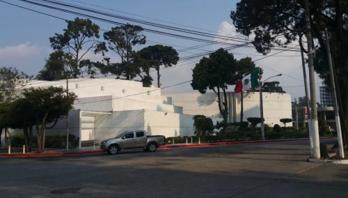Edificio de la Embajada de los Estados Unidos de México en la zona 10. (Foto: Minex)