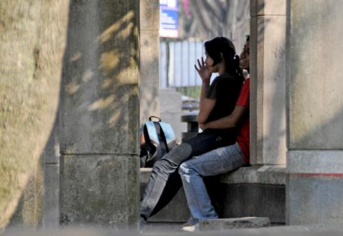 Los jóvenes se dan cita en los parques. (Foto: Esteban Biba/Archivo Soy502)