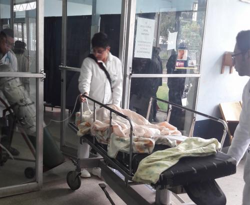 Eliberto Moisés Morales Gómez, de tres años de edad, es ingresado a la emergencia del Hospital Nacional de San Marcos. (Foto: Hugo Barrios/Nuestro Diario)