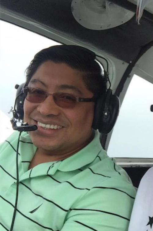 Frener Hernández es el piloto aviador que falleció en un accidente que sufrió la avioneta en la que instruía a su alumno Julio Alvarado. (Foto: Facebook)