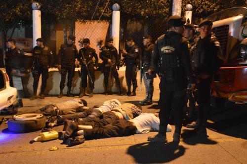Los supuestos atacantes fueron arrestados por las fuerzas de seguridad que repelieron el ataque. (Foto: Hugo Barrios/Nuestro Diario)