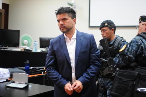 Jonathan Chévez (c) durante el primer día de audiencia de primera declaración. (Foto: Alejandro Balán/Soy502)