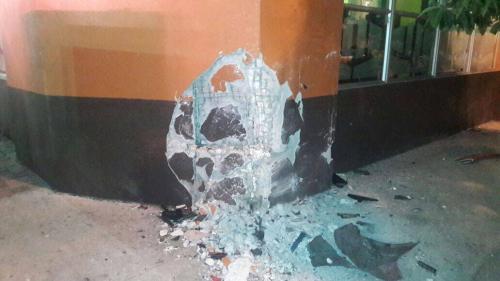 El vehículo también chocó contra una vivienda dejando daños en la estructura. (Foto: Amílcar Montejo)