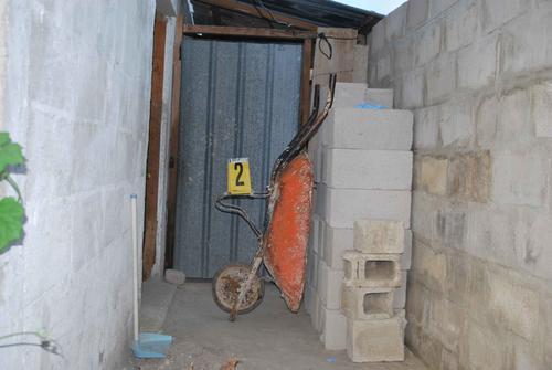 El agresor pretendía transportar el cuerpo de la víctima en una carretilla de mano. (Foto: Cortesía de Nuestro Diario)