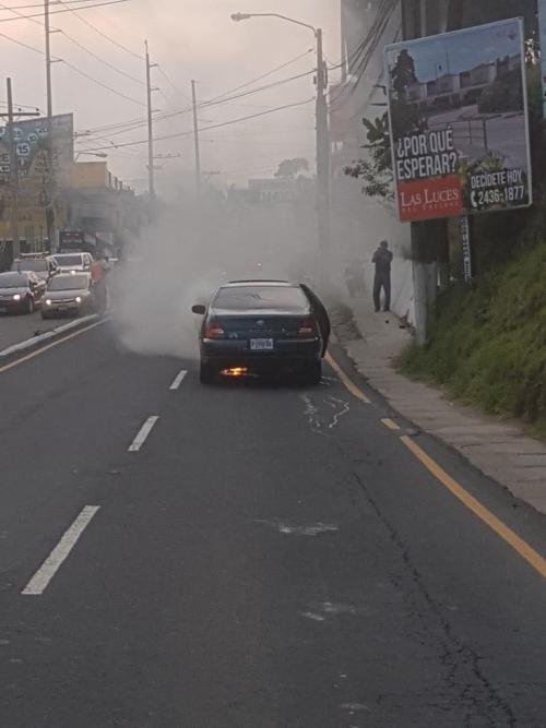 El incendio en el vehículo se habría generado por un corto circuito. (Foto: Amílcar Montejo)