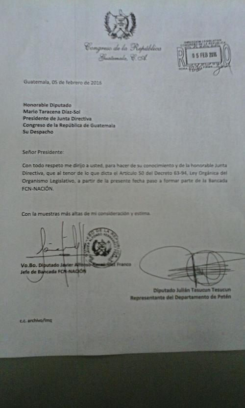 Vista de una de las cartas que anunció el cambio de bancada.