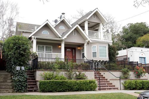 Casa del fundador de Facebook y su mujer, Priscilla Chan, en Palo Alto. (Foto: elpais.com)