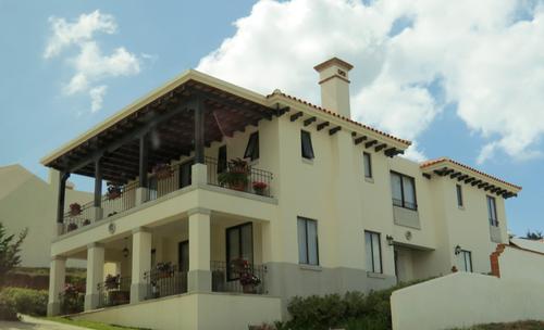 Vista de la vivienda de la jueza Jisela Reinoso, según el MP pudo ser adquirida de manera irregular.