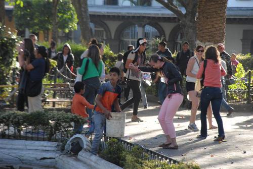 La diversión fue el común denominador durante la fiesta improvisada en Antigua Guatemala. (Foto: Pablo Solís/Nuestro Diario)