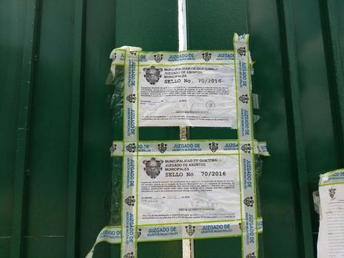 Los sellos fueron colocados en las puertas de ingreso del estadio. (Foto Emisoras Unidas)