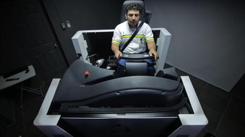 El uso del simulador mejora la seguridad y las habilidades de los pilotos profesionales. (Foto: Soy502).