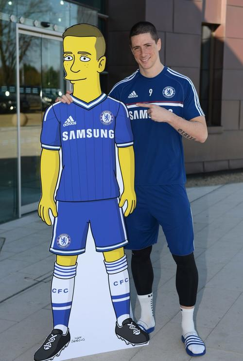 """El """"Niño"""" Torres posó junto con su personaje """"Simpsonisado"""".  (Foto: Chelsea F.C)"""
