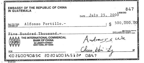 Este es el segundo cheque a nombre de Portillo, fechado julio 25 del primer año de gobierno. (Foto:Soy502)