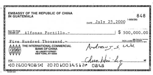 En el mismo día, julio 25, Portillo recibió un millón de dólares. Este cheque está autorizado por dos funcionarios. (Foto:Soy502)