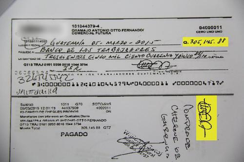 Este es uno de los cheques girados por Otto Fernando Gramajo de la cuenta en quetzales de Comercial Futura.