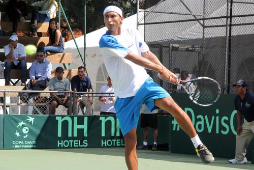 Christopher Díaz dominó a Tigre Hank y empata la serie de Copa Davis entre Guatemala y México. (Foto: Luis Barrios/Soy502)