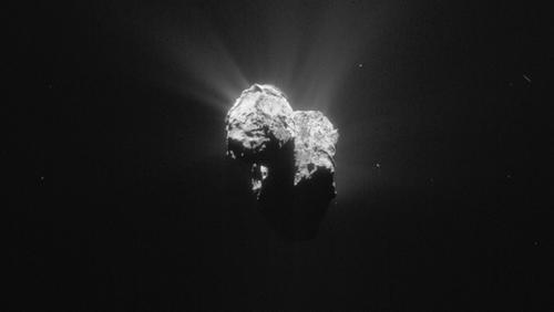 Esta imagen del cometa 67P/Churyumov—Gerasimenko fue tomada por Rosetta el 8 de julio de 2015 mientras la sonda y el cometa se acercan al Sol. (Foto: ESA)