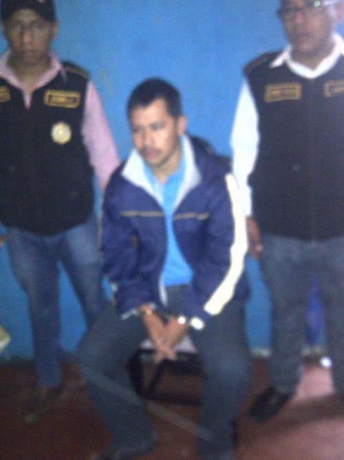 El agente de la Comisaría 12, Arnulfo Córdova Marroquín, señalado de ser el líder de la estructura fue detenido en Palín, Escuintla. (Foto Mingob)