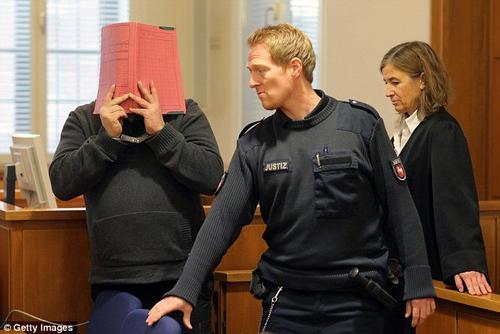 Un enfermero fue arrestado tras confesar que mató a 30 personas por aburrimiento. (Foto: Agencias)