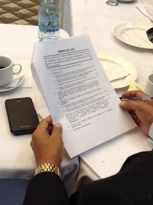 Los parlamentarios pidieron que se retirara la segunda lectura del decreto de reformas a la Ley de Migración y de Garantías Mobiliarias.