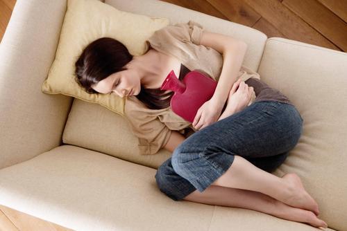 Según el proyecto se debe reconocer los dolores menstruales de toda mujer. (Foto: Belelu)