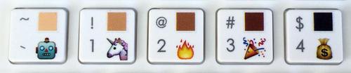 El modelo Pro Plus tiene un modificador de color de piel de los emojis. (Foto: emojiworks.co)