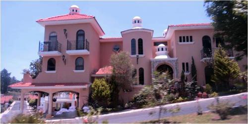 Vista de la residencia de la jueza Carol Flores; según las pesquisas, la remodelación y compra pudo realizarse de forma anómala. (Foto: Cicig)