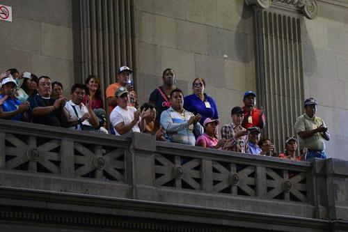 Sindicalistas observaron la sesión plenaria y luego de la aprobación aplaudieron la votación. (Foto: Jesús Alfonso/Soy502)
