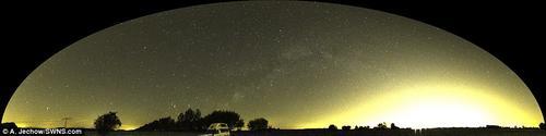Así luce el paíseja alterado pro la contaminación de luz. (Foto: Mail Online)
