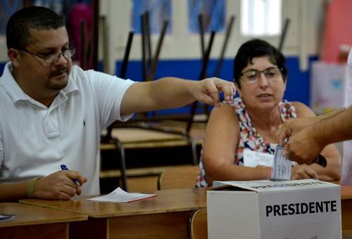 Se prevén que los resultados de las elecciones se publiquen durante las primeras horas del día lunes (Foto: Ezquiel Barrera/AFP)