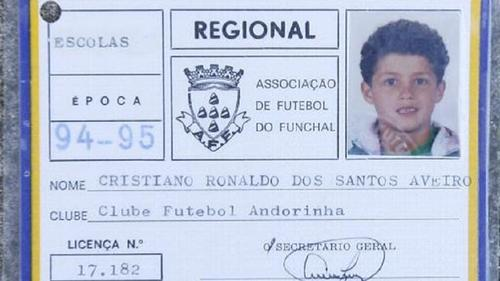 Carné de Cristiano Ronaldo en el club de Madeira, su tierra natal. (Foto: Correio da manha)