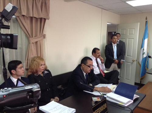 La esposa y el hijo de Rodríguez apelaron para que se retire el embargo de la cuentas.
