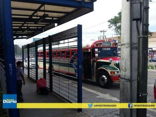 Vecinos del sur de la ciudad han optado por el servicio de rutas cortas o por taxis para trasladarse. (Foto Nuestro Diario)
