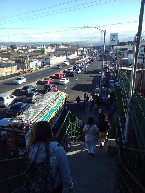 El incendio impactó el tránsito en dirección norte de la ruta al Pacífico. (Foto Twitter/@MamyLopez)