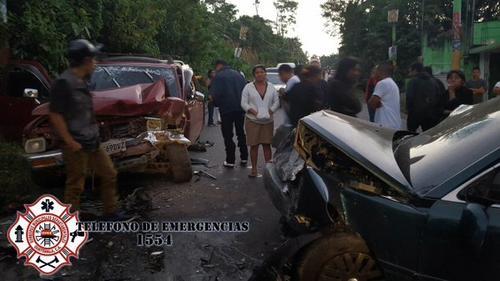 Los vehículos bloquearon la ruta a Colomba Costa Cuca por al menos dos horas. (Foto ASONBOMD)
