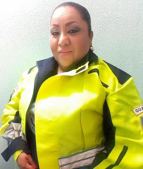 Dalia Santos posa con el uniforme de la PMT de Villa Nueva. (Foto: Dalia Santos)