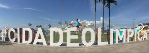 El pentatleta guatemalteco, Charles Fernández, posó en la ciudad olímpica de Río de Janeiro donde este viernes compite en la segunda Copa del Mundo. (Foto: Charles Fernández)
