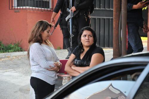 Ana Lucrecia Muñoz (D) sería socia de la locutora salvadoreña Pamela Posada, según una publicación de El Diario de Hoy. (Foto: Nuestro Diario)