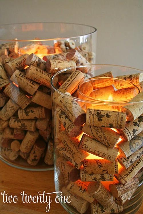 Un porta velas es otro de los objetos que puedes hacer con corchos sobrantes.