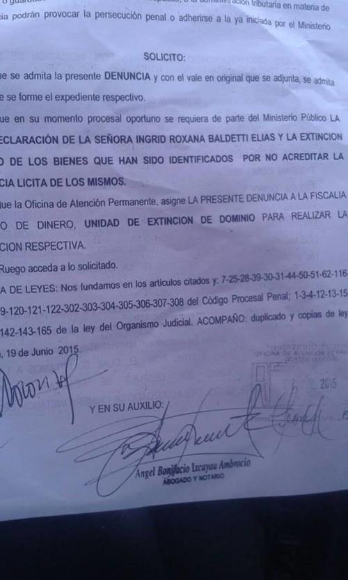 En la imagen se observa la solicitud de abrir un proceso de extinción de dominio contra Roxana Baldetti.  (Foto: Soy502)
