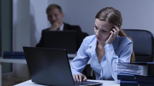Según los expertos, las personas que se deprimen tienden a retraerse. (Foto: Elconfidencial)